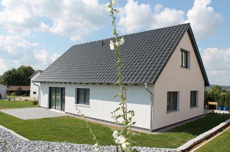 Barrierefreies Holzhaus mit Satteldach