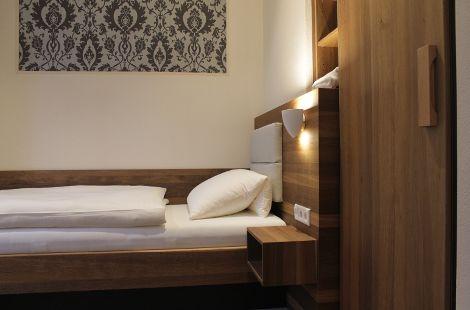 Hotelzimmer aus Eiche geräuchert