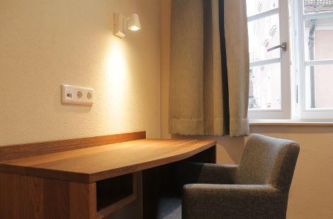 Schreibtisch aus Eiche massiv