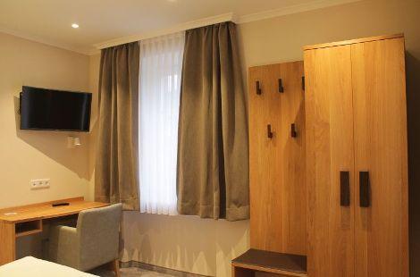 Hotelzimmer aus Eiche