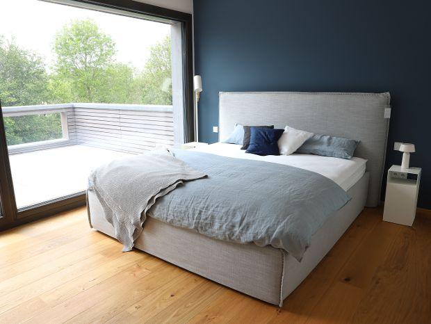 gemütliches Schlafzimmer mit Eichenboden