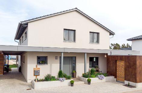 Holzhaus mit Satteldach