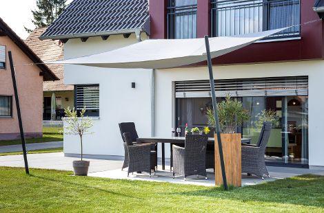 Sonnenschutz über Terrasse
