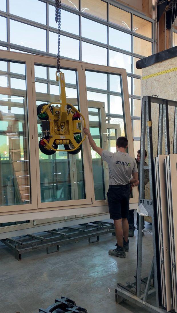 Hebehilfe zur Montage von Fenstern