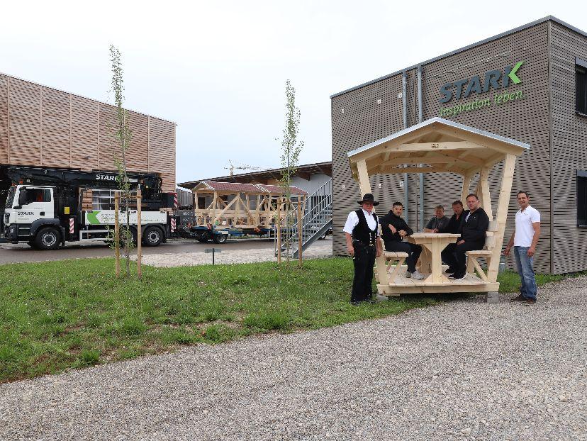 Auslieferung von drei STARK-Pavillons an die Gemeinde Auhausen