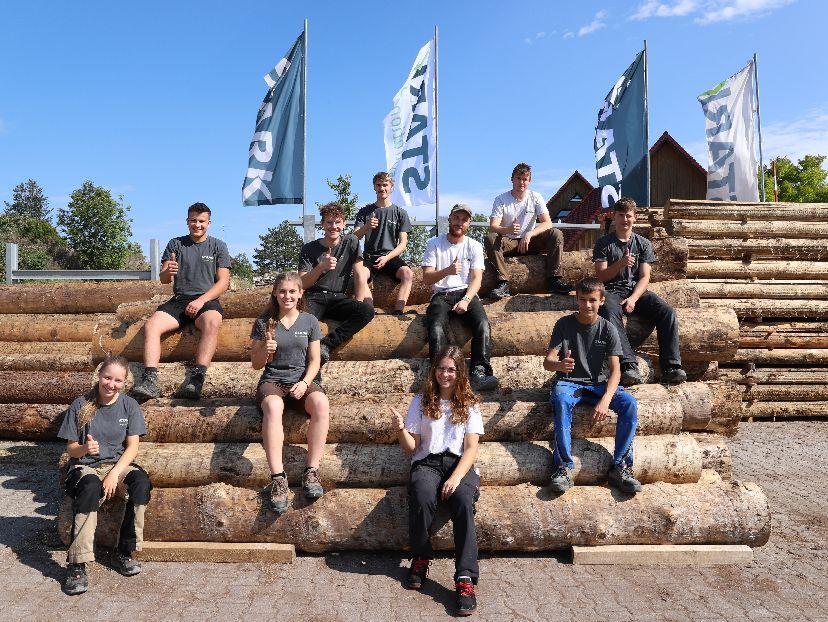Die Firma STARK begrüßt zehn neue Auszubildende