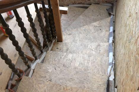 Atlbausanierung Treppe vorher