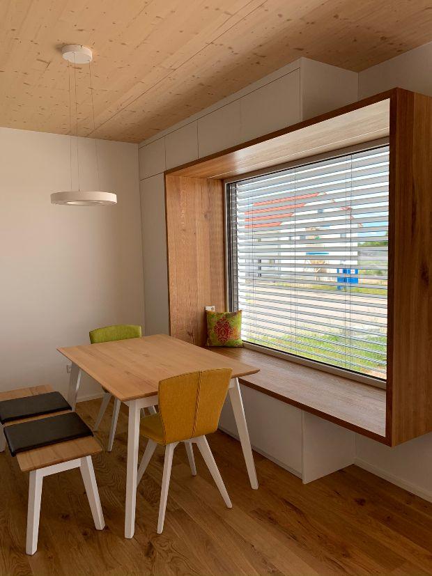 Loungefenster mit Stauschränken