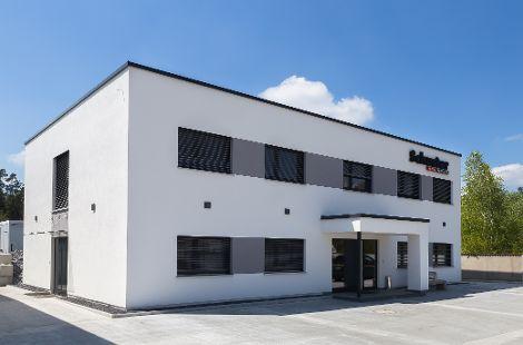 Bürogebäude mit Flachdach