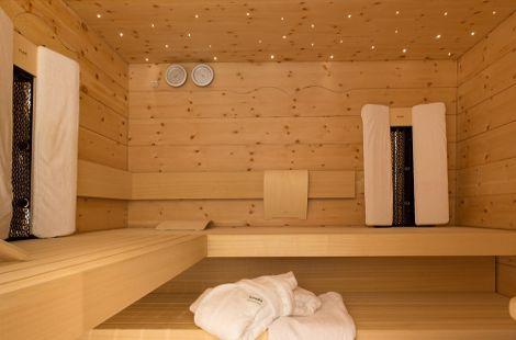 Einfach entspannen - die eigene Sauna ist wenige Schritte entfernt.