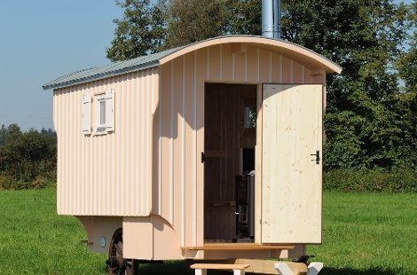 Sauna-Wagen von STARK: handgemacht, individuell und gemütlich.