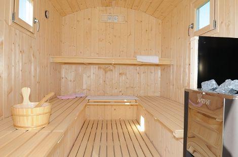 Entspannen Sie sich und genießen Sie den Duft des Holzes.